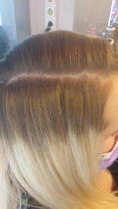 Tape in ragasztócsíkos hajhosszabbítás felrakása 3
